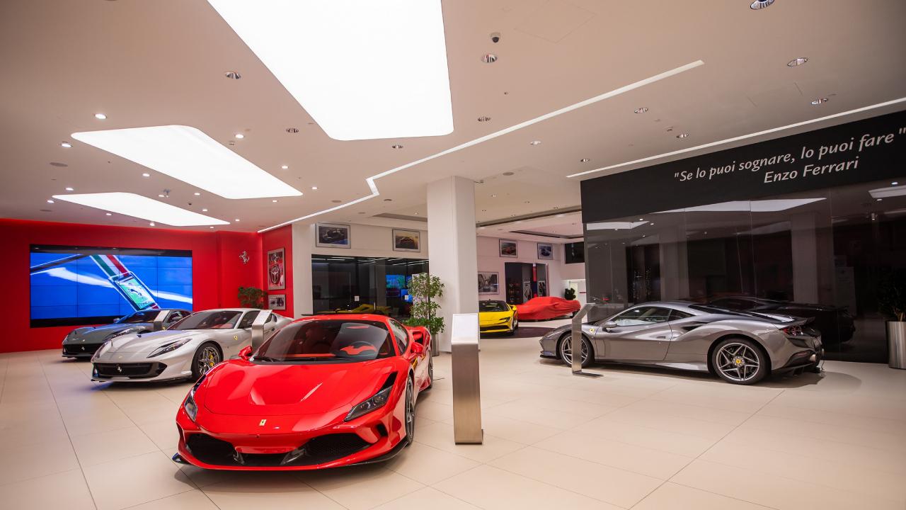 الفردان للسيارات الرياضية تعيد افتتاح صالة عرض فيراري قطر بعد تجديدها