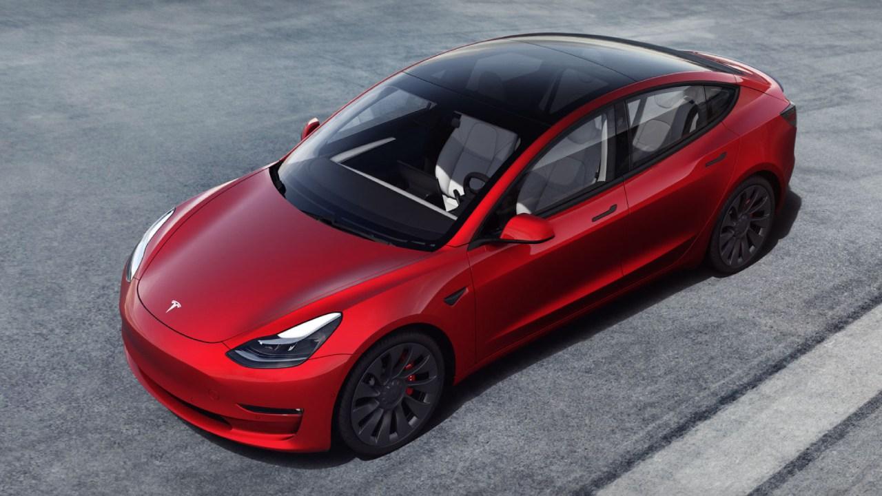 تسلا تسلّم 185،000 سيارة خلال الربع الأول من 2021